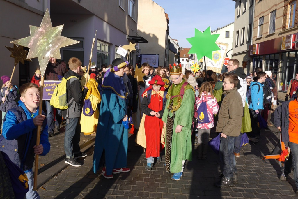Unsere Sternsinger ziehen zur Heinrich-von-Bibra-Schule